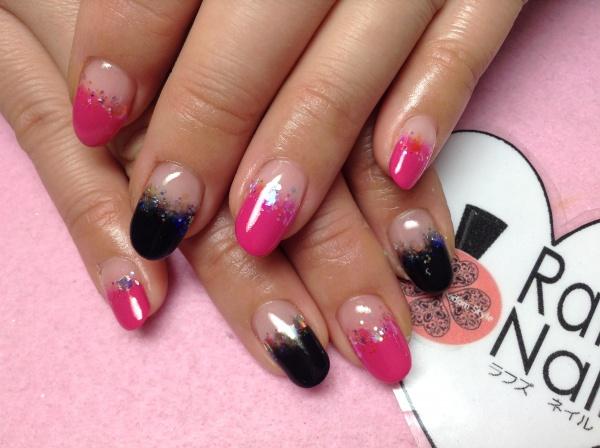 こちらのデザインはマットな黒とピンクのグラデーション使いです(*^^)v